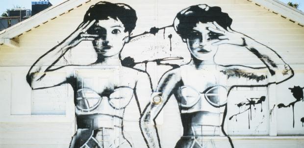 murales con due donne