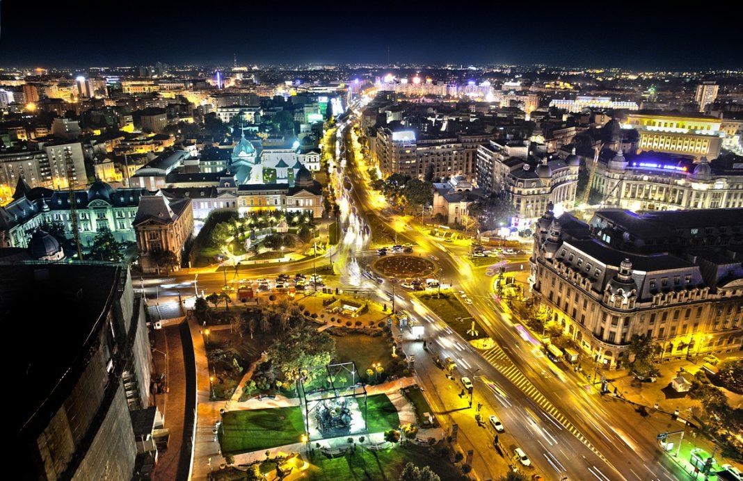 Bucarest startup foto della città dall'alto di notte