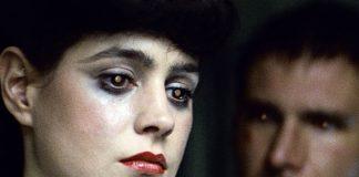 """Immagine di due persone con sguardo """"stile fantascienza""""."""