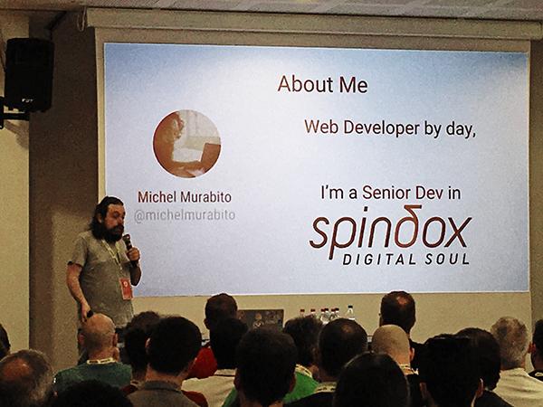 Foto di Michel Murabito all'Angular Day, durante il talk Superheroes App con Angular e Firebase