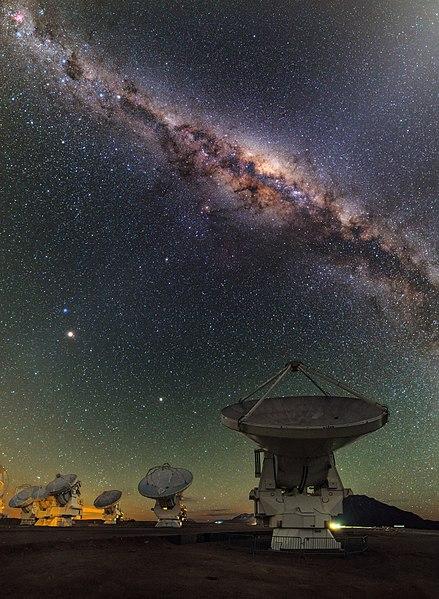 Atacama ospita una collezione di 66 telescopi utilizzati per il progetto astronomico più grande della Terra, l'ALMA