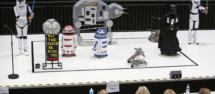 RoboCup Junior OnStage: giovanissimi ragazzi e robot da loro creati rappresentano una delle scene più famose di StarWors