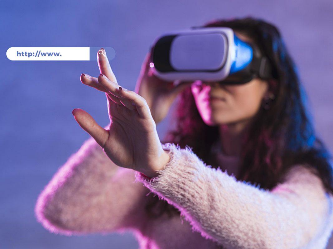 Inclusività e tecnologia, ragazza che indossa visore per la realtà aumentata