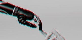macchine intelligenti, uomo-umanoide, braccio meccanico tocca con il dito la mano di un uomo